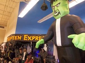 Halloween Express Haunts Hurstbourne! - LouisvilleHalloween.com